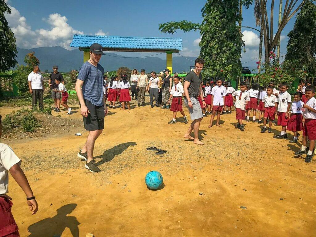Santino Fischli Vögele Reisen Fussball Nord Sumatra