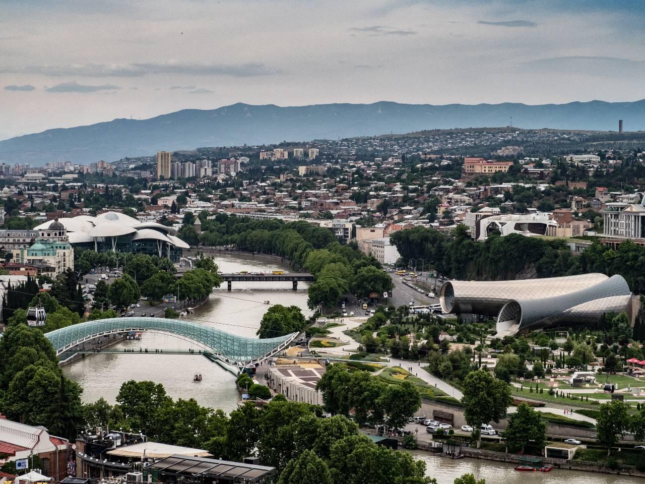 Moderne Gebäude in Tiflis Georgien