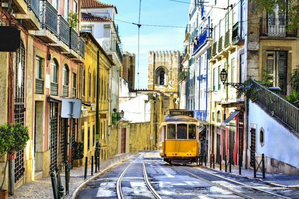Lissabon Tram und Kathedrale, Portugal